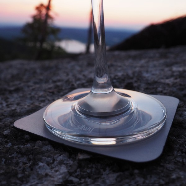 Magnetic crystal glass wine